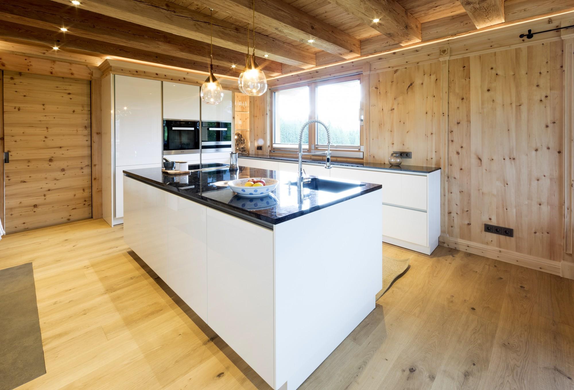 Küche Zirbe • Das Holz und die Farbe